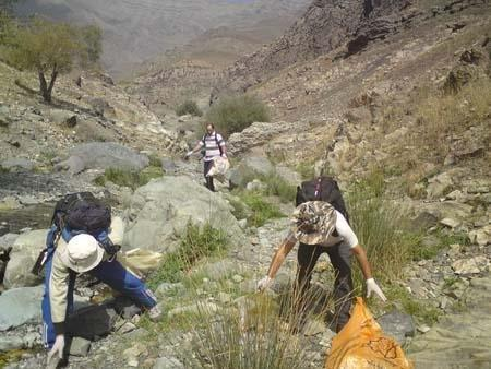 تپه های سراب قنبر کرمانشاه از وجود زباله ها پاکسازی شد