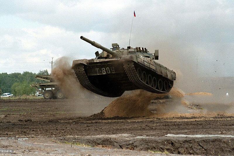 ببینید ، پرش با تانک در نمایشگاه نظامی روسیه
